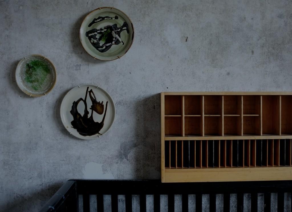 Platter på væggen