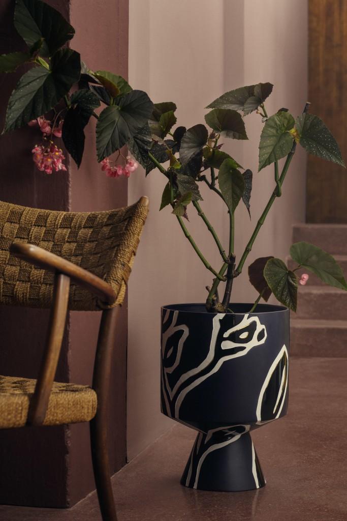 fiora-floor-pot-h500-midnight-blue_high-resolution-jpg_308070