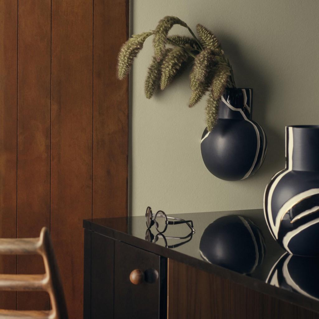 fiora-wall-vase-and-vase-midnight-blue_high-resolution-jpg_308070